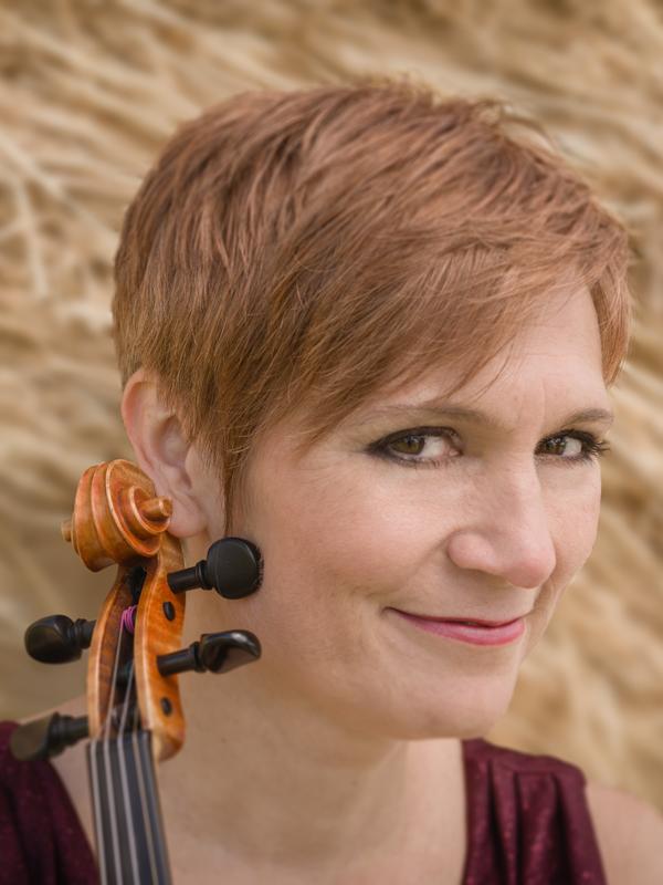 Pamela Rachel mit Violine